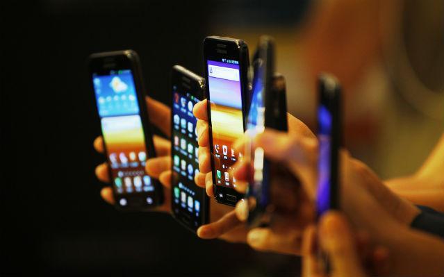 выбор мобильного сотового телефона
